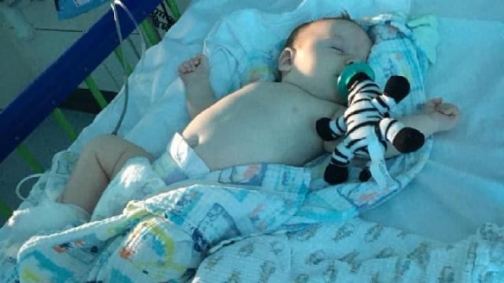 11 hetes koronavírusos kisbabájával a kórházban az édesanya, aki jól odaszólt a panaszkodóknak