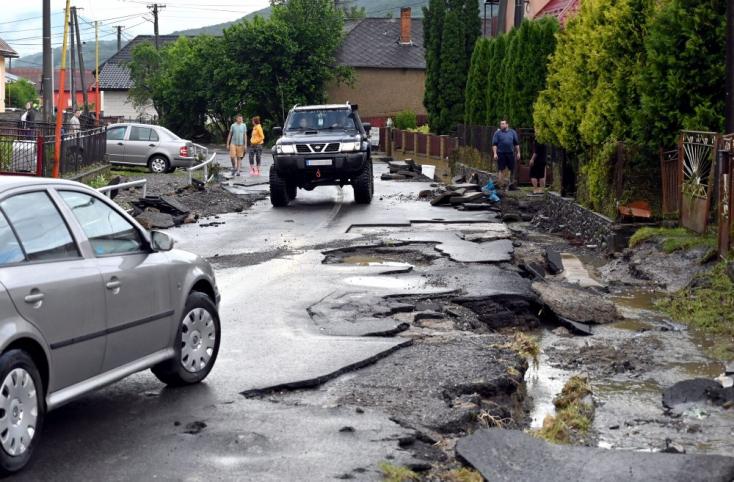 Meghalt négy ember, köztük egy hétéves kislány, a hétvégi árvizekbenCsehországban