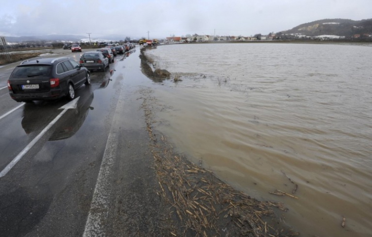 Árvizekre és viharos szélre figyelmeztetnek a meteorológusok