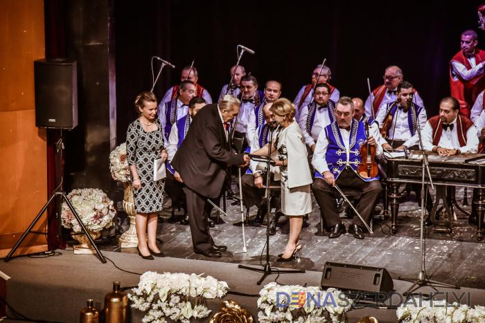 Állami kitüntetést adományoztak Banyák István dunaszerdahelyi cigányprímásnak