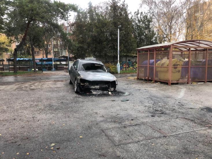 Egy Audi égett ki Dunaszerdahelyen, két másik kocsi is megrongálódott