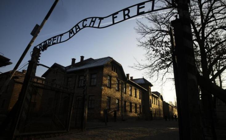 Roma holokauszt - Megemlékezést tartottak a volt auschwitzihaláltáborban