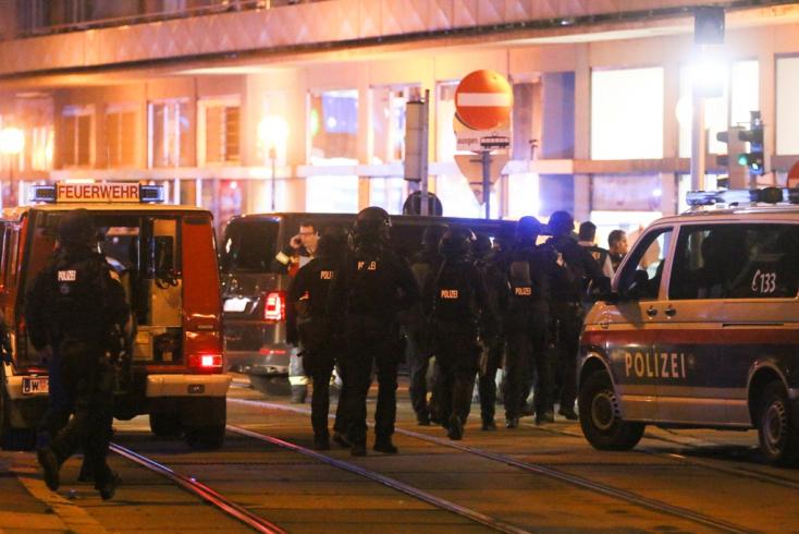 Lövöldözés volt Bécs belvárosában, többen életüket vesztették - terrortámadásnak minősítették!