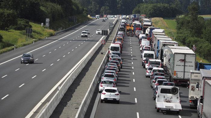 Összeomlott a közlekedés a D1-es autópályán