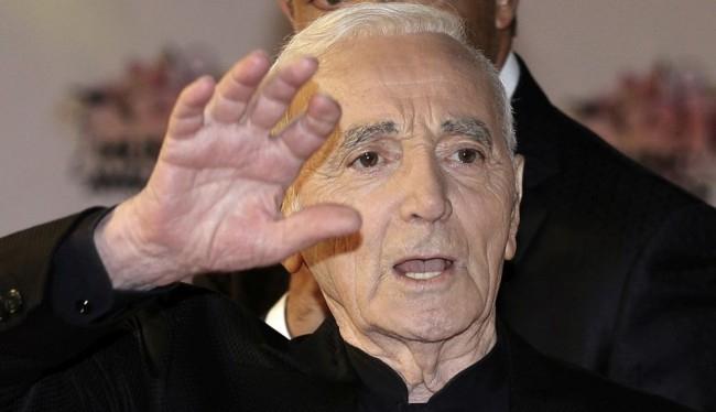 Charles Aznavour csillagot kap a hollywoodi Hírességek sétányán