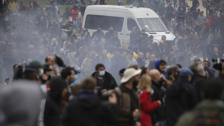 Brüsszelben tüntetők csaptak össze rendőrökkel, vízágyúkkal oszlattak