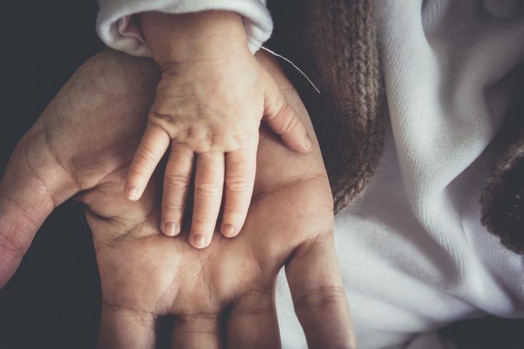 370 euróra nőhet a gyermekgondozási segély, de nem mindenkinek!