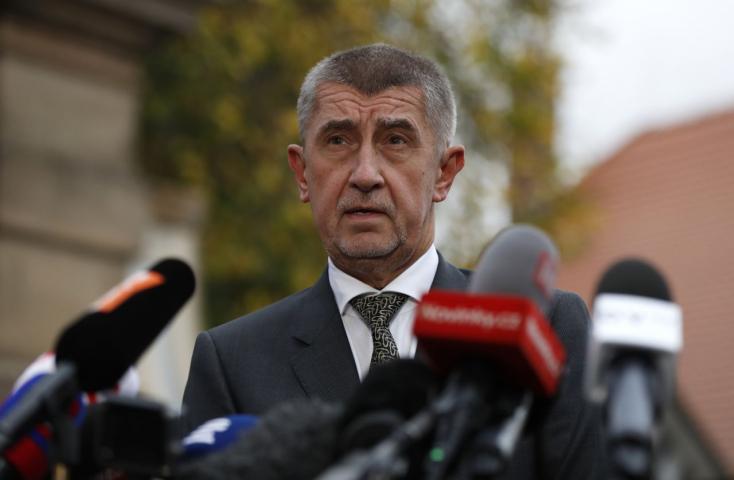 Babiš lebeszélné az Európai Bizottságot arról, hogy velük kezdegessen