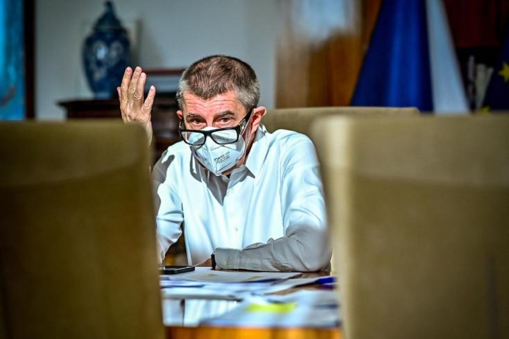 """Jó kis perpatvart okozott a vakcinák szétosztása. Szlovákia jól járt, a csehek """"botrányos"""" vereséget szenvedtek"""
