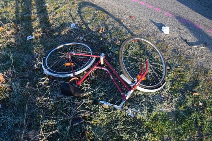 Arccal a földre zuhant a bicikliről, belehalt