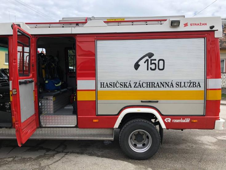 A tűzoltók figyelmeztetnek, súlyos büntetést kaphat, aki meggyújtja a száraz füvet vagy az aljnövényzetet!