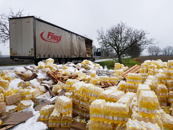 20 tonna étolaj borult az árokba Vásárút és Nádszeg között