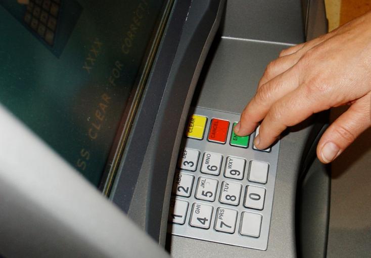 Felrobbantották a bankautomatát, így vittek el 20 ezer eurót Pozsonyban