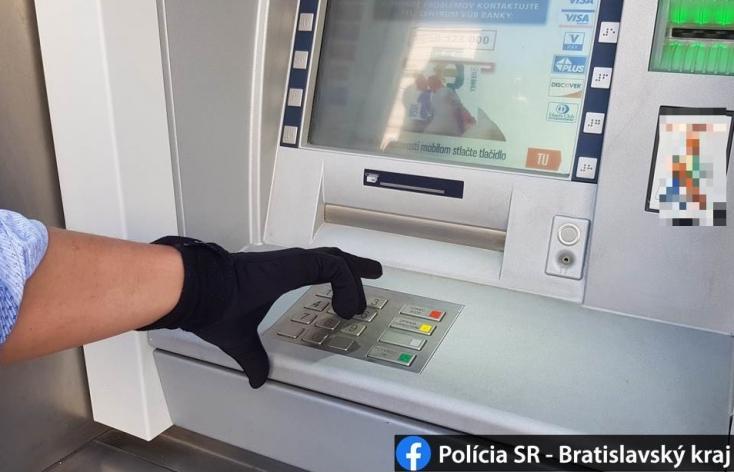 Rejtélyes módszerrel fújt meg egy valag pénzt egy tag egy bankautomatából