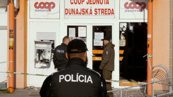 Bankautomatát robbantottak hajnalban Dunaszerdahelyen!