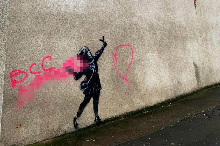 Valami idióta lefújta Banksy Valentin-napi graffitijét!