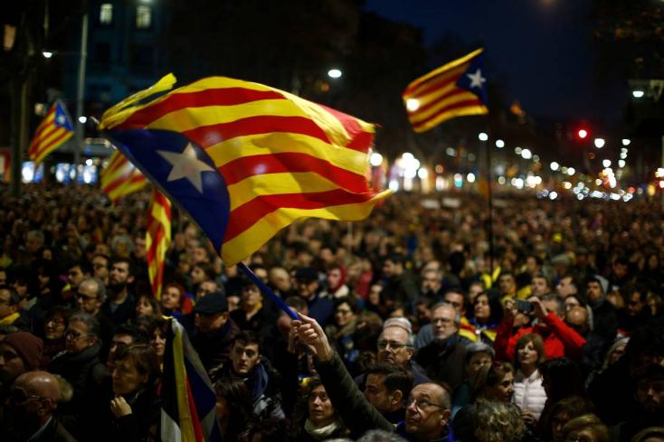 Sztrájkkal, tüntetésekkel és útlezárásokkal tiltakoztak Katalónia-szerte