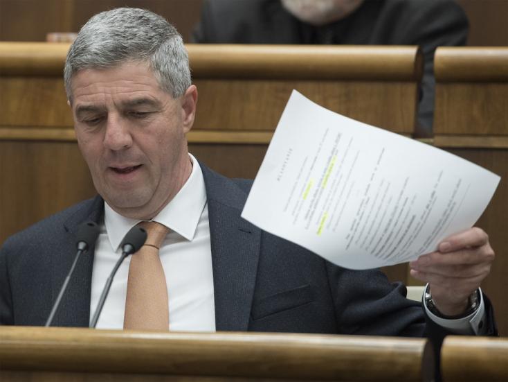 """Szlovákia """"orbanizálódása"""" a tét Bugár szerint, akinek pártja tüske Orbán körme alatt"""