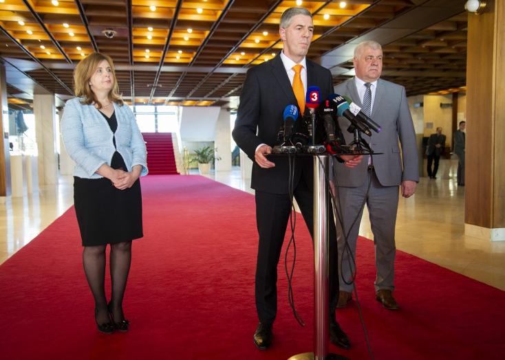 Bohózatnak tartja Bugár azt a szégyent, ami ma a parlamentben történt