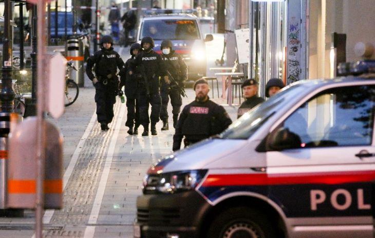 Bécsi iszlamista merénylet: A lelőtt támadó Bécsben született, szülei Észak-Macedóniából származnak