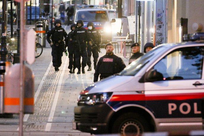 Bécsi terrortámadás: Őrizetbe vettek két gyanúsítottat