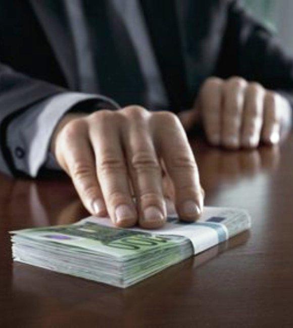 33 ezer euróért lett a somorjai adóhivatal főnöke
