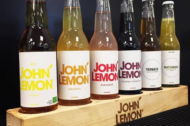 Névváltoztatásra kényszerítette a John Lemon-üdítők gyártóját Yoko Ono