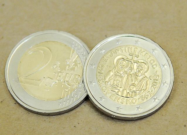 Bemutatta a Cirillt és Metódot ábrázoló kéteurós érméket a jegybank