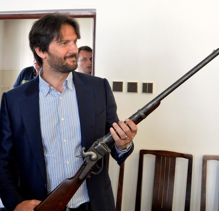 FEGYVERAMNESZTIA: Az amerikai polgárháború idejéből származó puskát is leadtak