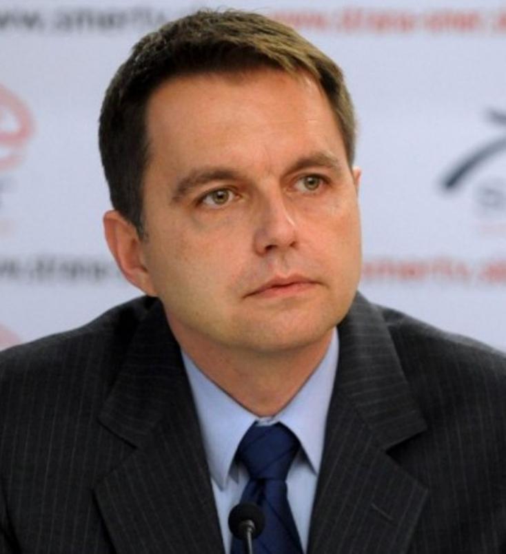 Pluszpénzzel ajándékozza meg munkatársait Peter Kažimír