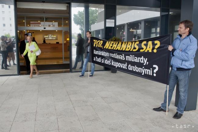 Matovič a Smer szociális csomagja ellen tiltakozott