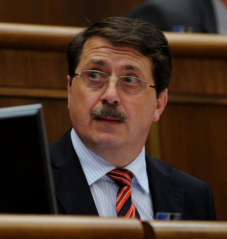 Jó ez így a Smernek - Még mindig Mečiar egykori minisztere irányítja az Állami Számvevőszéket