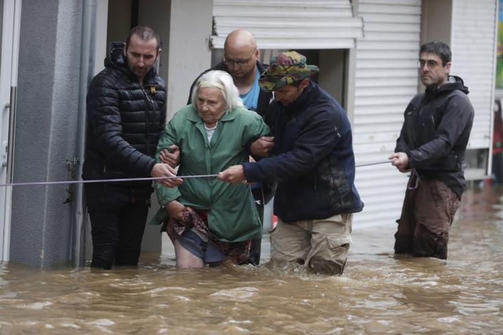 Városrészeket evakuáltak azárvízmiatt Hollandiában,kilencre emelkedett az áradásokhalálos áldozatainakszáma Belgiumban