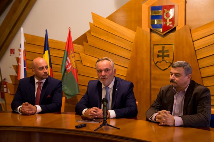 A magyar kormány adott kampányfegyvert az MKP kezébe