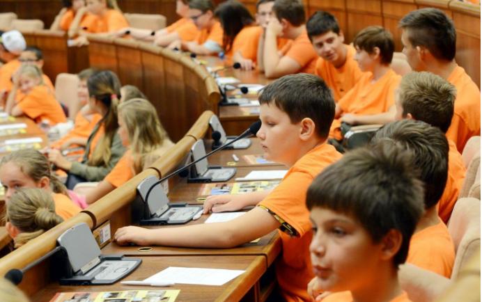Izzasztó óra a parlamentben: a gyerekek rákérdeztek a Kuciak-gyilkosságra és arra is, hogy hazudnak-e a politikusok