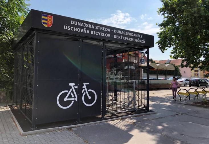 Két hónapja készek, mostanáig mégsem használhatták a biciklitárolókat Dunaszerdahelyen