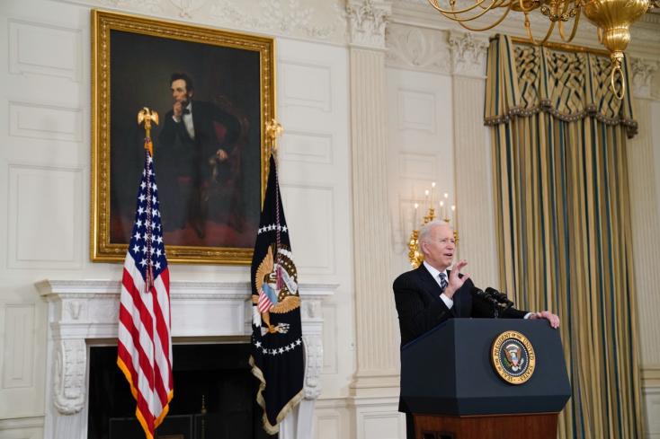 Biden: Minden felnőtt amerikai számára elérhető lesz az oltás április 19-ig