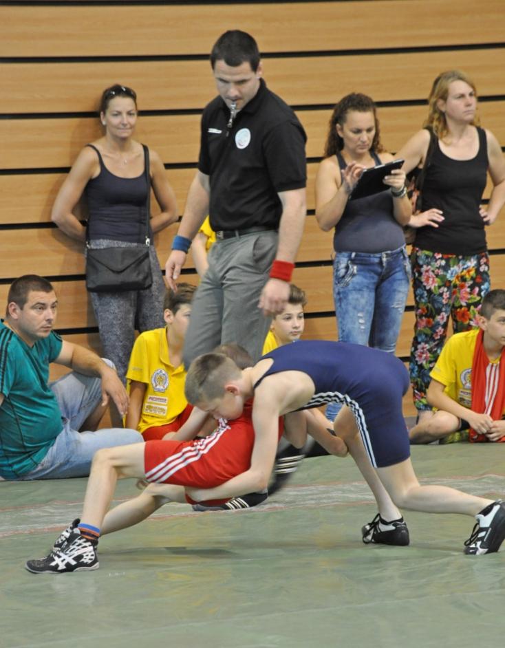 Fiatalabb diákok bajnoki szőnyegcsatái Nyárasdon