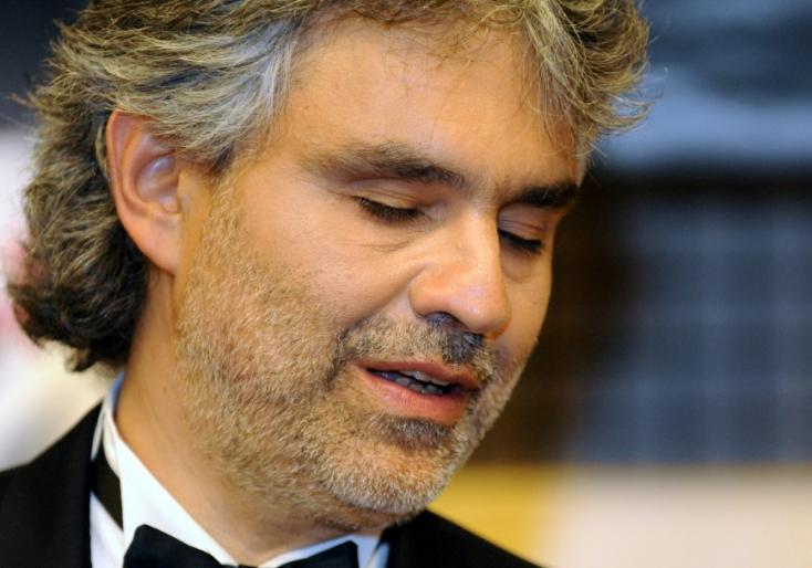 Andrea Bocelli zeneoktatási programmal segíti a konfliktus sújtotta övezetekben élő gyerekeket