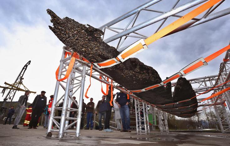 Háromezer éves hajót emeltek ki egy tóból