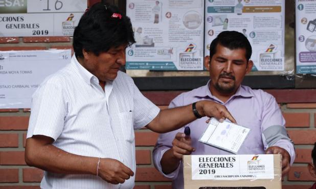 Bolíviai elnökválasztás - Morales és Mesa kapta a legtöbb szavazatot, második fordulóban mérkőznek meg