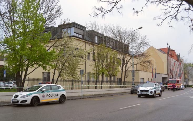 Bombariadó miatt kutatják át a Dunaszerdahelyi Járásbíróság épületét