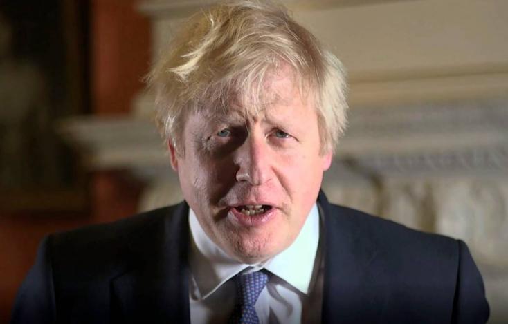 """Százezrek köszöntötték az újévet a brit nagyvárosokban, Johnson """"új fejezetet"""" ígér"""