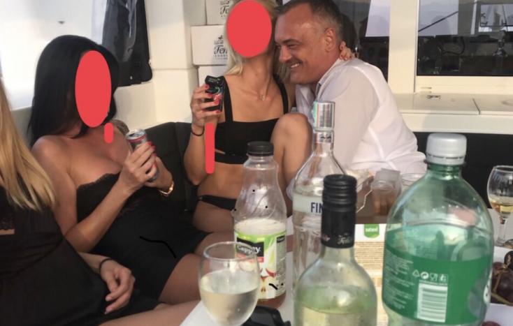 FOKOZÓDÓ HELYZET: A győri polgármester szaftos szexbotránya fűszerezi a magyarországi kampányfinist!