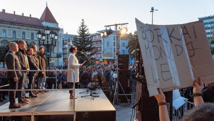 Borkai Zsolt ellen tüntettek Győrben