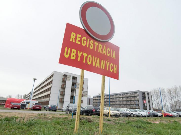 Akkora a káosz, hogy a végén még kiderül, alkotmányellenesen tartják az embereket állami karanténban, és tiltják meg külföldieknek a belépést