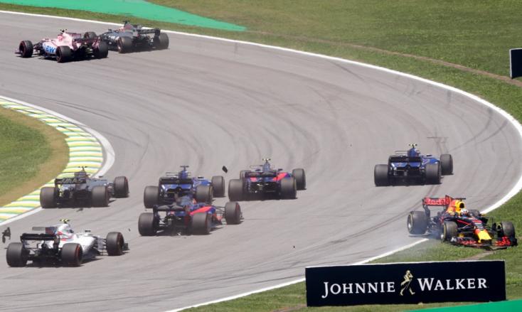 Brazil Nagydíj: Vettel nyert, Hamilton a boxból rajtolva negyedik