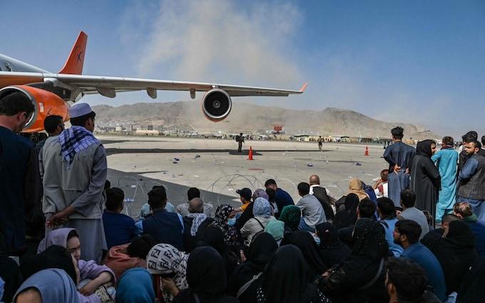 Több ezer afgántfogad be Nagy-Britannia, a többi országot is erre kéri