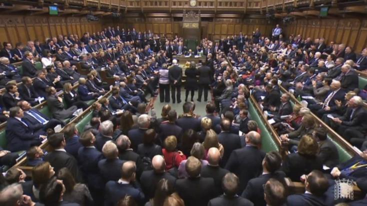 Alulmaradt a brit kormány a Brexittel összefüggő szavazáson