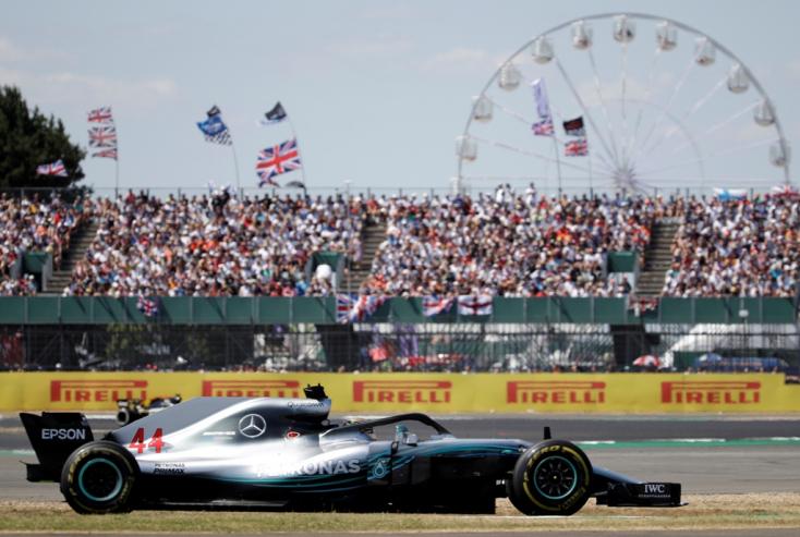 Brit Nagydíj: Vettel nyerte Hamilton hazai futamát